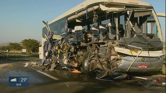 Acidente entre caminhão e ônibus em rodovia deixa um morto e 12 feridos em Ribeirão Preto