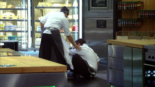 Superação: participante escorrega e cai, mas dá volta por cima e vence prova no 'Mestre do Sabor'