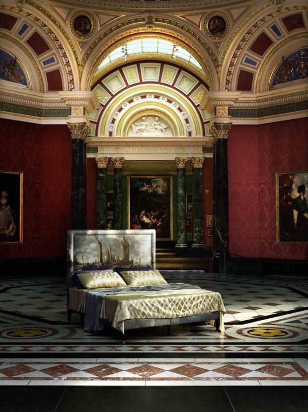 Camas têm cabeceiras com obras de arte do acervo da National Gallery, de Londres (Foto: Divulgação)