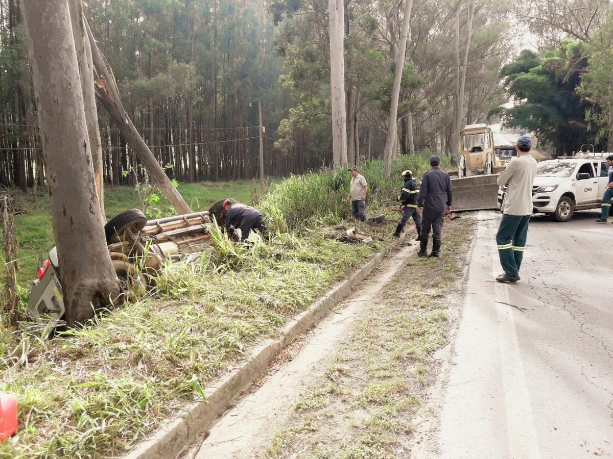 Duas pessoas ficam feridas em acidente na MG-439 em Pains