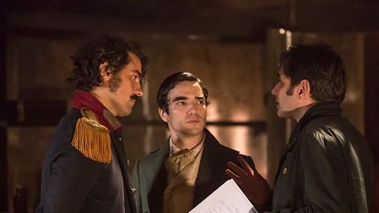 Caio Blat comenta cena de amor entre André e Tolentino no 'Encontro'