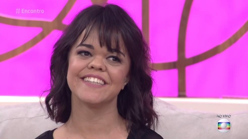 Juliana Caldas comemora a abordagem de tema no 'Encontro' (Foto: TV Globo)