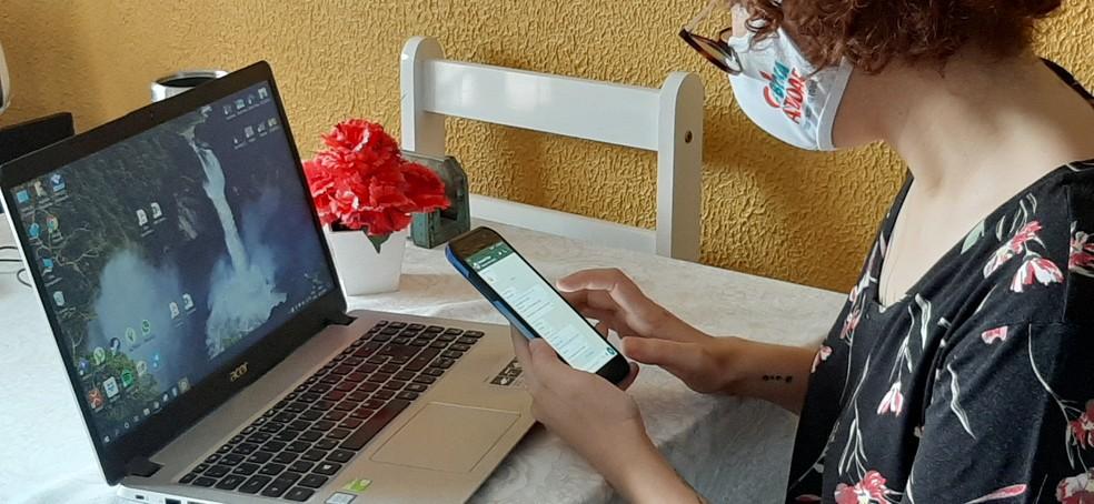 Nathália Fernandes, de 28 anos, possui especialização em marketing digital e hoje vive do trabalho — Foto: Eliana Nascimento/G1 AM