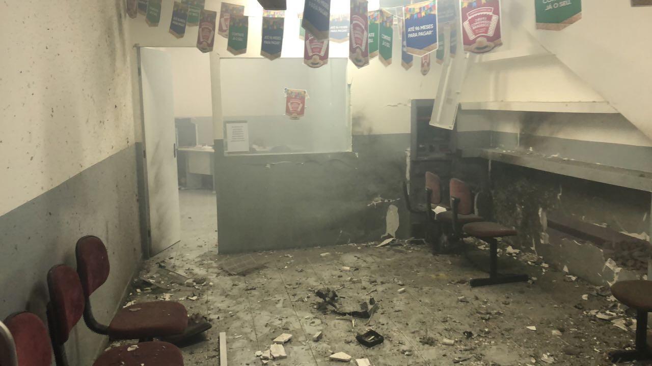 Bandidos explodem posto de atendimento bancário em Lagoa dos Gatos