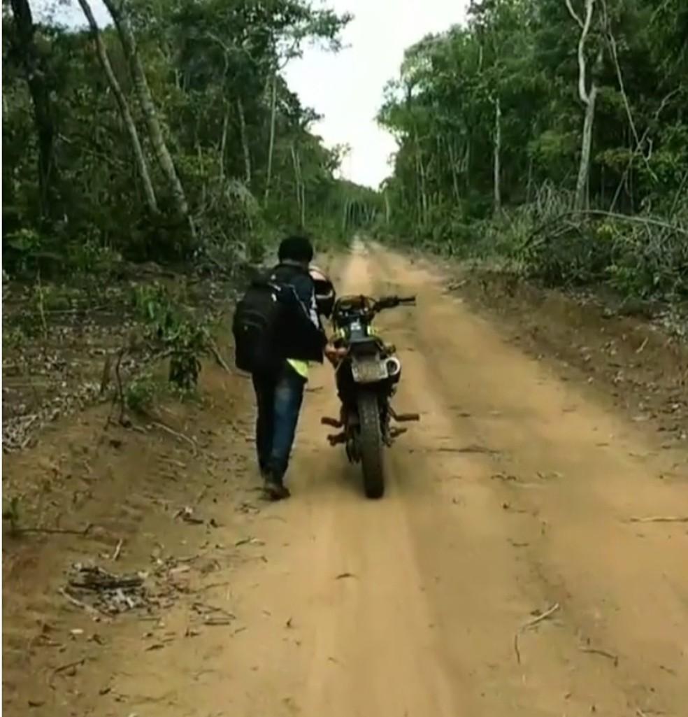 Farato conta que precisou empurrar a moto por mais de 2h. — Foto: Arquivo Pessoal