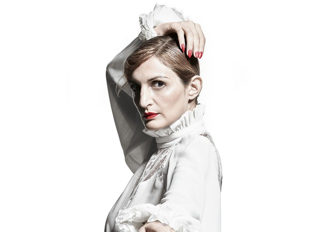 Clara usa camisa Juliana Jabour (Foto: Christian Gaul)