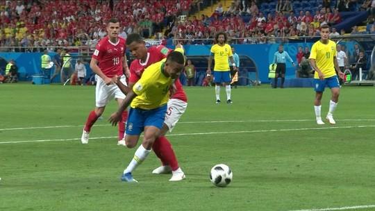 """Técnico da Suíça comemora empate e defende arbitragem: """"Situações claras"""""""
