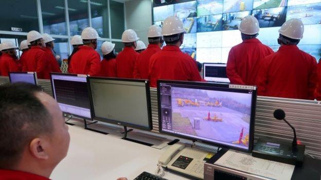A PetroChina é uma das três grandes petroleiras do governo de Pequim e teria alcançado a marca dos trilhões antes da Apple (Foto: Reuters via BBC)