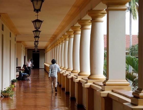 Nos corredores da Rural, estudantes têm tranquilidade inimaginável nas grandes cidades. À noite, assaltos e até estupros aterrorizam (Foto: Domingos Peixoto/Agência O Globo)