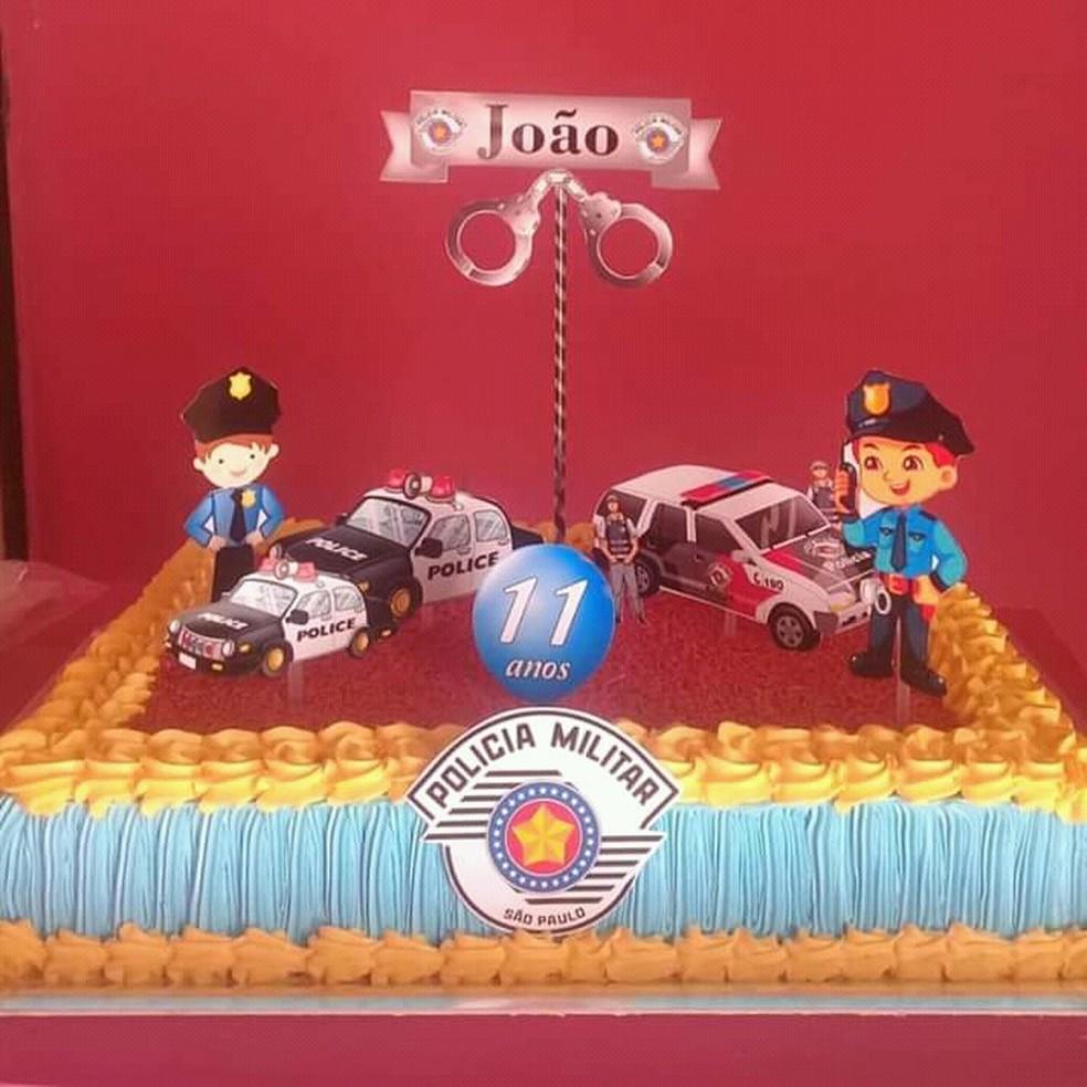 Polícia Militar realiza sonho de menino e o presenteia em festa de aniversário em Borborema  — Foto: Polícia Militar/Divulgação