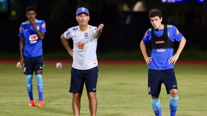 Carlos Amadeu é confirmado como novo técnico da seleção sub-20  cdaeee35be0df