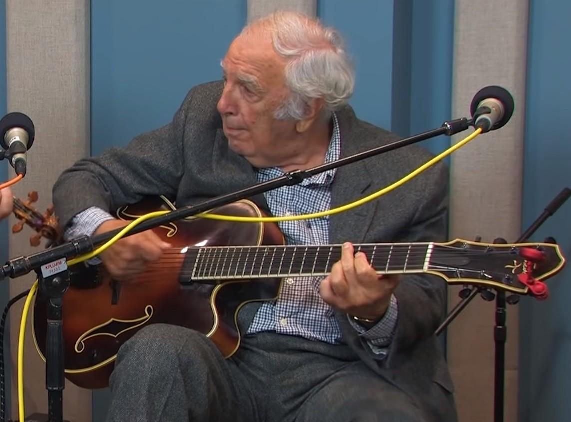 Bucky Pizzarelli, guitarrista de jazz, morre aos 94 anos vítima do coronavírus