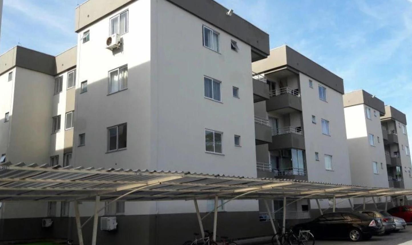 Criança de 4 anos cai da janela do 3º andar de prédio, em Itajaí