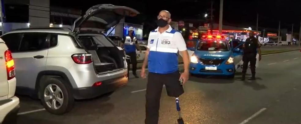O sargento Valle perdeu a perna esquerda por conta de um motorista bêbado que tentou escapar de uma ação da Lei Seca. — Foto: Reprodução/TV Globo