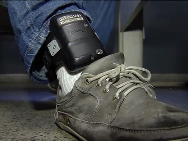 Falta de tornozeleiras eletrônicas preocupa MP-GO e juízes goiás (Foto: Reprodução/TV Anhanguera)