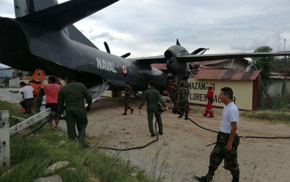 Avião da Marinha bateu na Base Mazamari Los Sinchis da Polícia Nacional, no Peru, na quarta-feira (4) (Foto: Reprodução/Twitter/Jose Luis Gil)