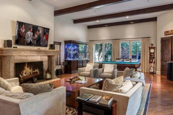 A mansão colocada à venda pelo ator Charlie Sheen (Foto: Divulgação)