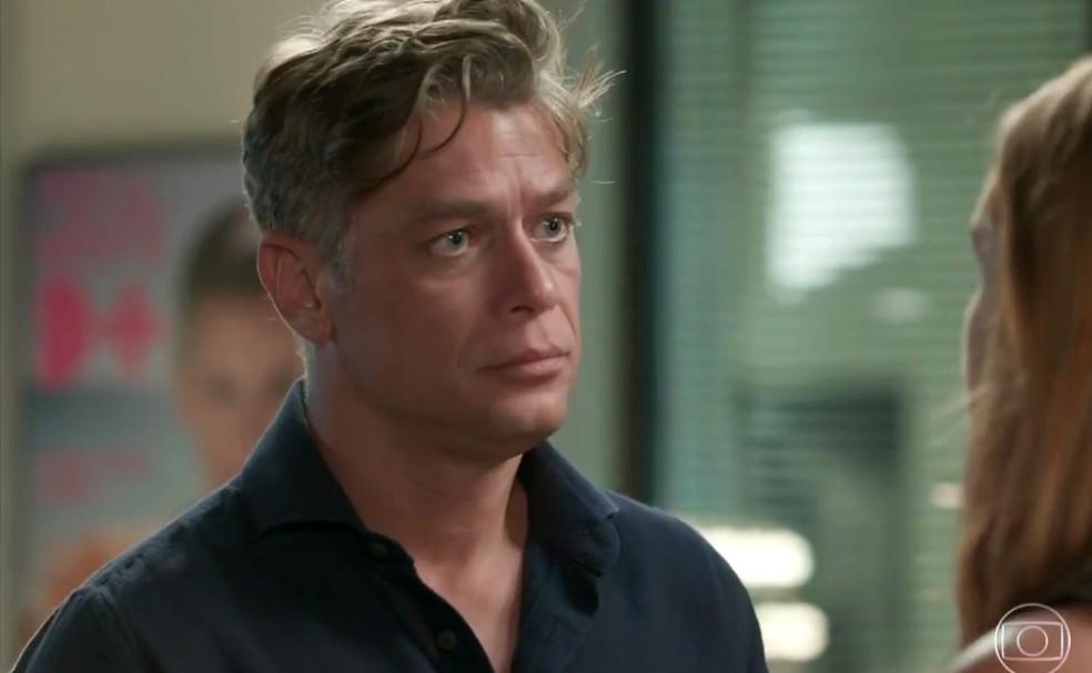 Arthur (Fabio Assunção) fica surpreso quando Eliza (Marina Ruy Barbosa) diz que vai embora, em 'Totalmente Demais' — Foto: Globo