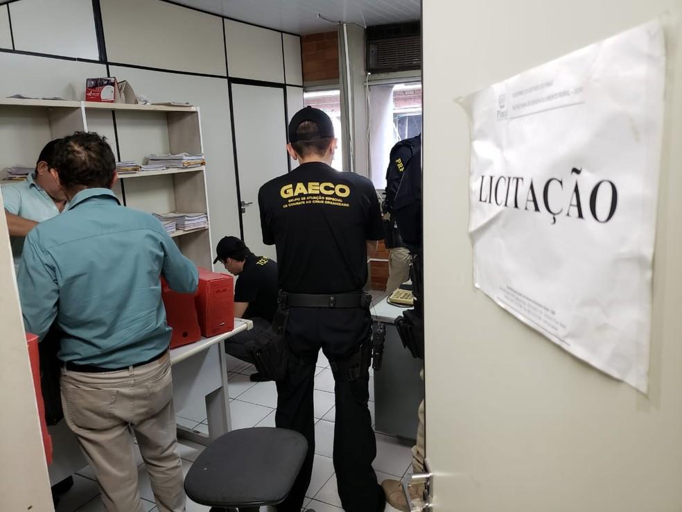 Mandados de busca e apreensão foram cumpridos em oito locais nesta quarta-feira (12) — Foto: Divulgação/ PRF