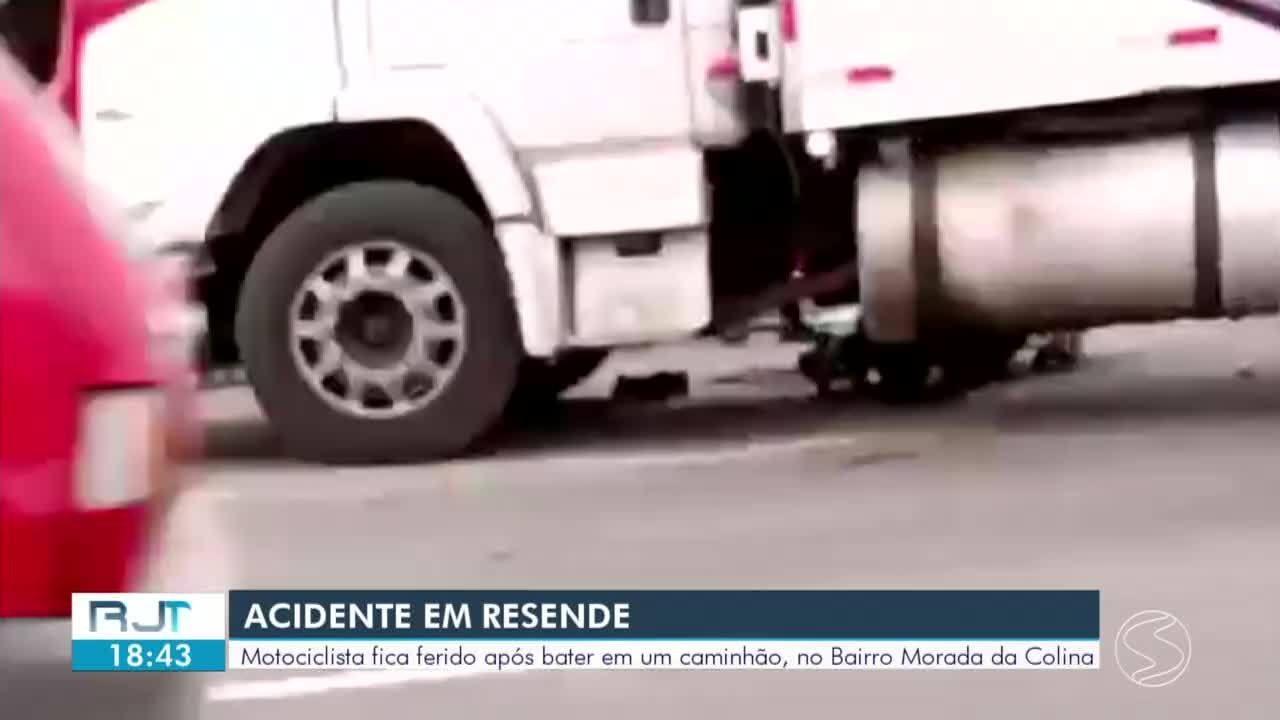 Motociclista fica ferido após colidir com caminhão em Resende