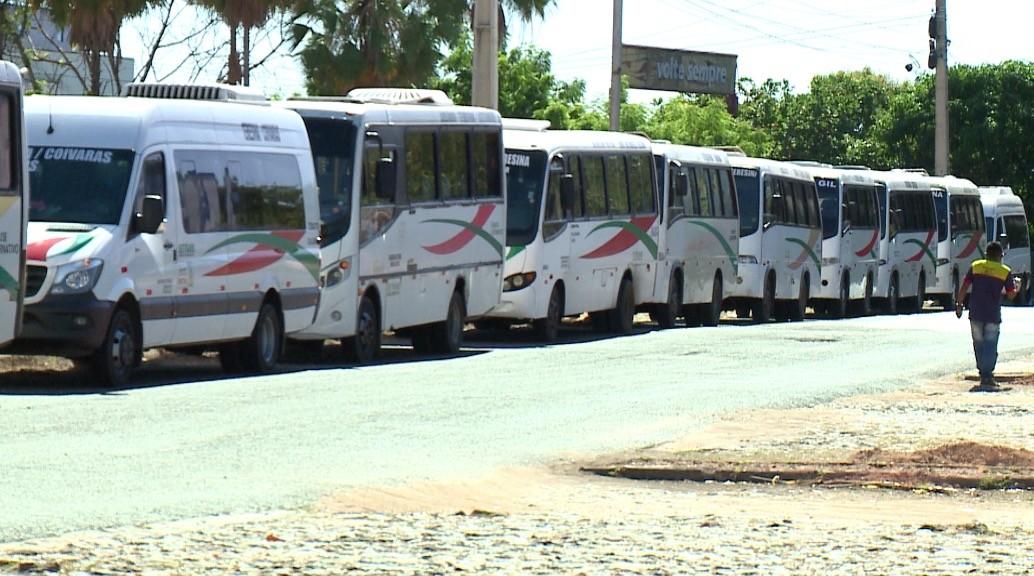Motoristas do transporte alternativo intermunicipal do Piauí fazem protesto em Teresina