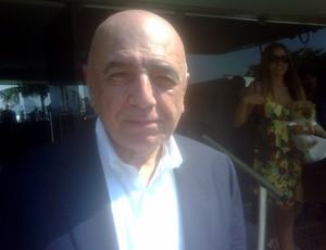 No Rio, Galliani sorri após pergunta sobre Robinho no Fla: É possível