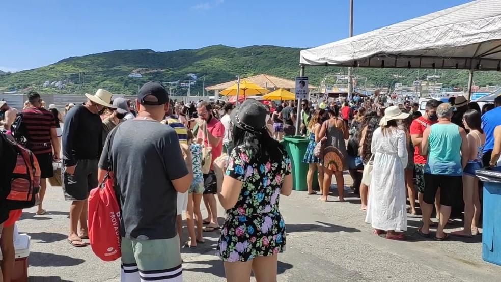 Marina de Arraial do Cabo fica lotado no primeiro fim de semana após liberação de acesso à cidade — Foto: Reprodução/Inter TV RJ