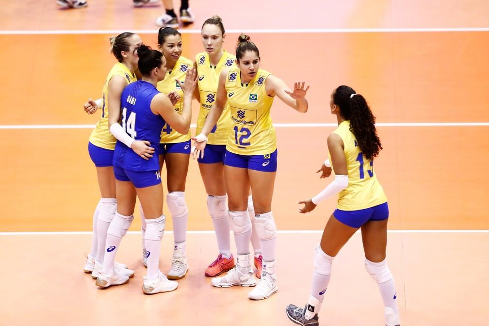 Seleção brasileira feminina está a um passo da classificação para a fase final do Grand Prix (Foto: Divulgação / Fivb)