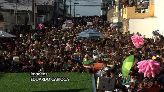Cortejo do Rasgadinho arrasta multidão em Aracaju