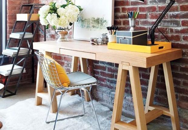 Mesa feita com cavaletes (Foto: Pinterest)