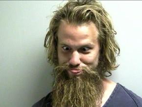 Americano faz careta para foto da polícia ao ser preso na Flórida ...