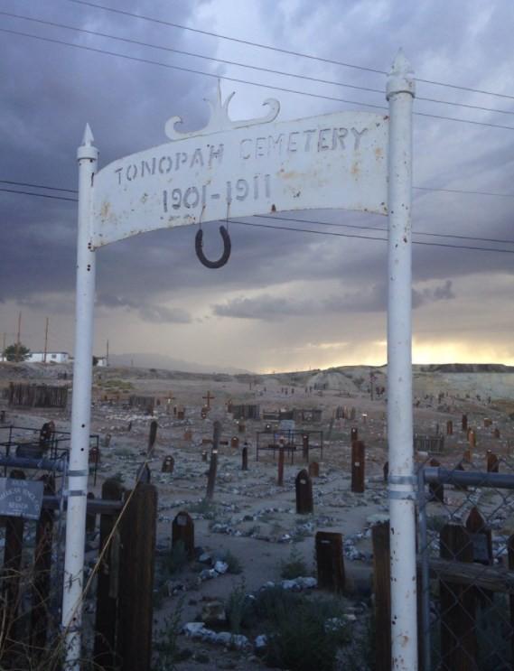 Cemitério perto do Clown Motel