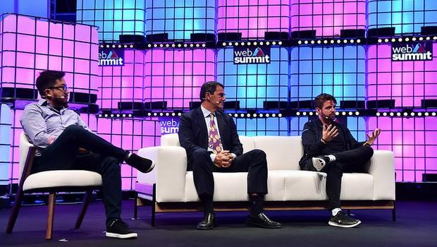 Garry Tan, Tim Draper e Peter Smith durante o Web Summit 2018 (Foto: Seb Daly/Web Summit via Sportsfile)