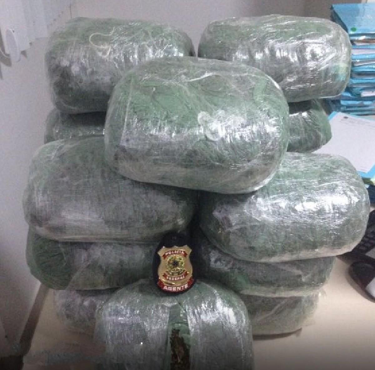 Dupla é detida com 17kg de maconha dentro de mala de carro em Bezerros