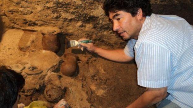 O arqueólogo Sergio Gómez diz que mais de 100 mil objetos objetos foram recuperados no túnel (Foto: SERGIO GÓMEZ/TLALOCAN/INAH)