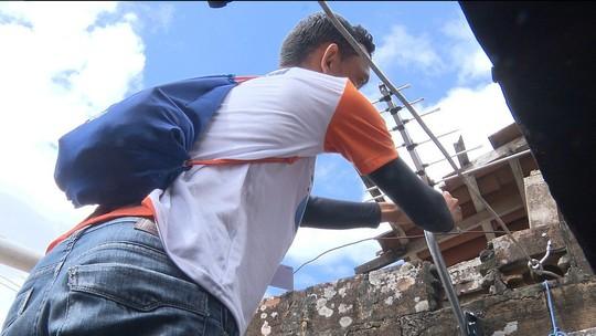 Técnicos visitam bairros para ajudar população na instalação de sinal digital de TV
