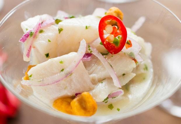 Delícia refrescante: ceviche de robalo com milho crocante (Foto: Vamos Receber)