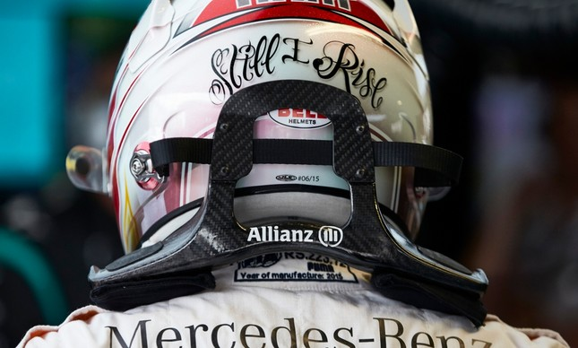 Hans é um colar de fibra de carbono que impede a cabeça do piloto de chacoalhar muito num acidente