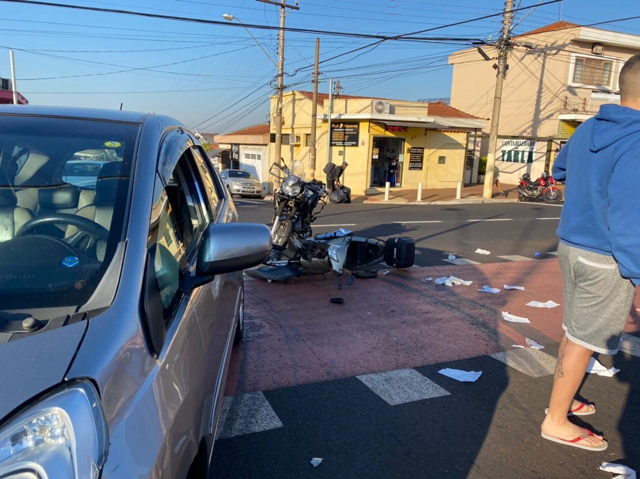 Batida entre carro e duas motos deixa três feridos em Ribeirão Preto, SP