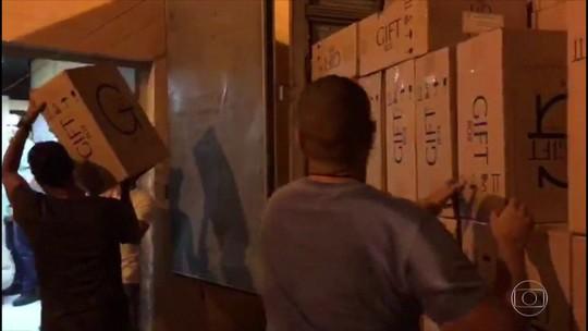 PM de UPP e agentes penitenciários são presos em operação contra a 'máfia' do cigarro paraguaio