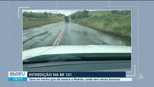 Trecho da BR-101 que dá acesso à cidade de Pedrão é interditado por causa de obra em bueiro
