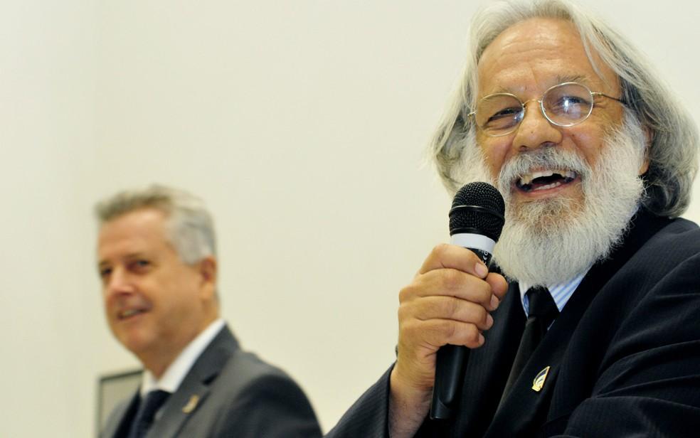 O diretor-presidente da Adasa, Paulo Salles, ao lado do governador do DF, Rodrigo Rollemberg (Foto: Tony Winston/GDF/Divulgação)
