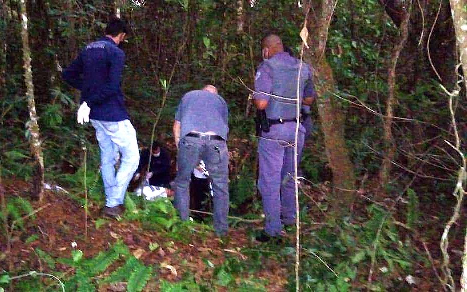 Ossadas humanas são encontradas ao lado de estrada em Batatais, SP; polícia investiga o caso
