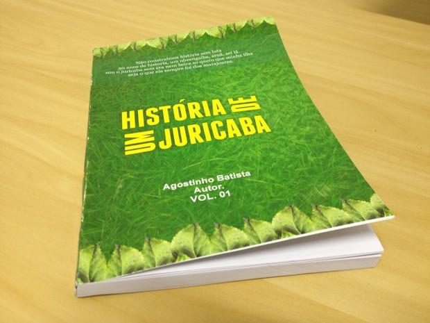 'Histórias de um juricaba' tem umaimpressão simples e 171 páginas (Foto: Bernardo Gravito/G1)