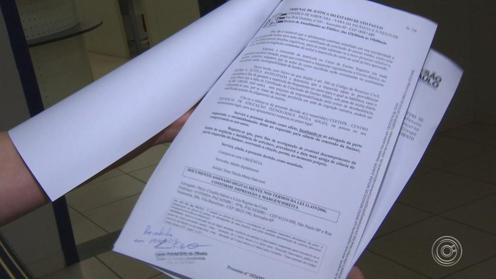 Adolescente de 14 anos entra na faculdade após conseguir liminar da Justiça — Foto: Reprodução/TV TEM