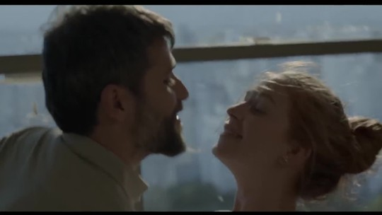 Com roteiro romântico, 'Todas as Canções de Amor' celebra a MPB