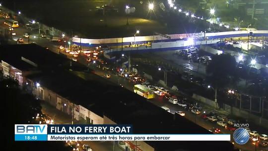 Motoristas enfrentam espera de mais de 3h no ferry; pedestres embarcam sem fila