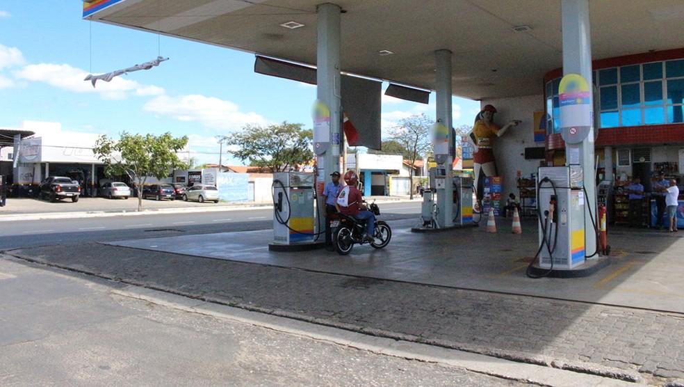 Procon Fortaleza investiga denúncia de preços abusivos em postos de combustível da capital