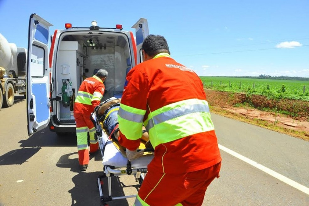 Atendimento às vítimas foi realizado por quatro equipes da Rota do Oeste. — Foto: Rota do Oeste