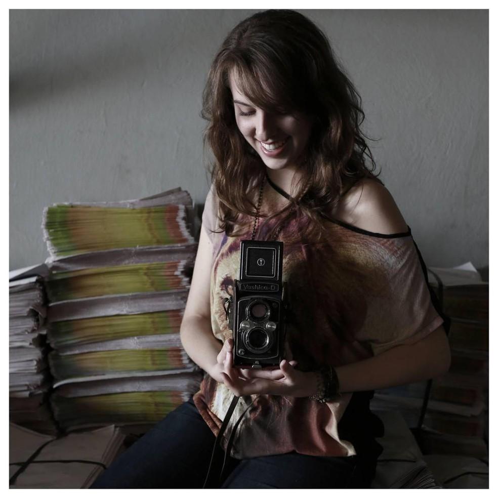 Fotógrafa se inspira no legado deixado pelo pai para continuar trabalhando — Foto: Isabela Ribeiro/ Arquivo pessoal